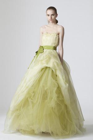Krāsainas Kāzu kleitas :mode 2010 audums