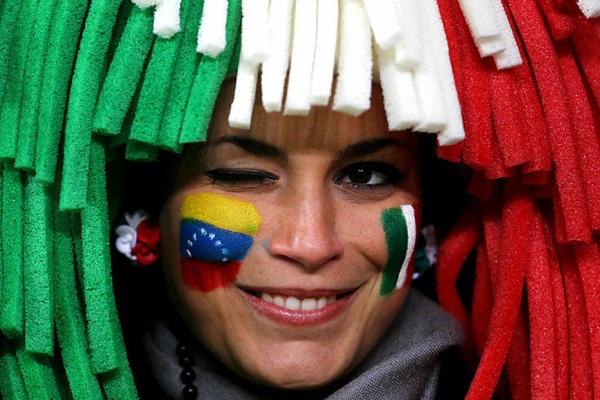world_cup_2010_fans_italy_venezuela.jpg