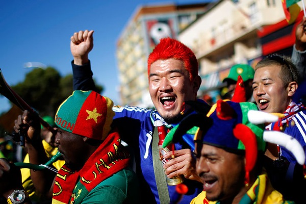 world_cup_2010_fans_japan_cameroon.jpg