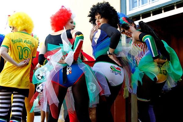 Футбольные фанаты на Чемпионате мира по футболу-2010 в Южной Африке