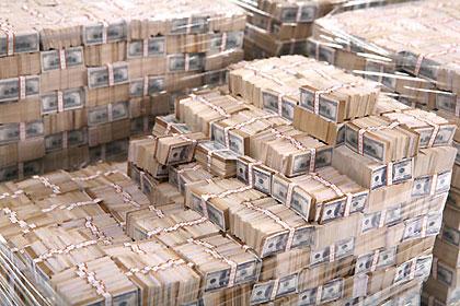 Viens miljards dolāru skaidrā naudā