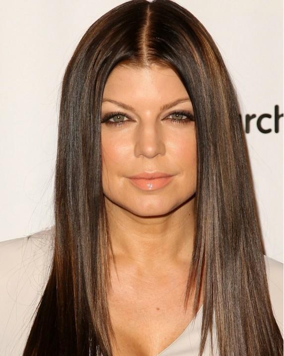 Precētā Fergie kļuvusi par bruneti (FOTO)