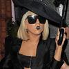 Lady Gaga sajauca gājienu ciemos ar Helowīnu (FOTO)