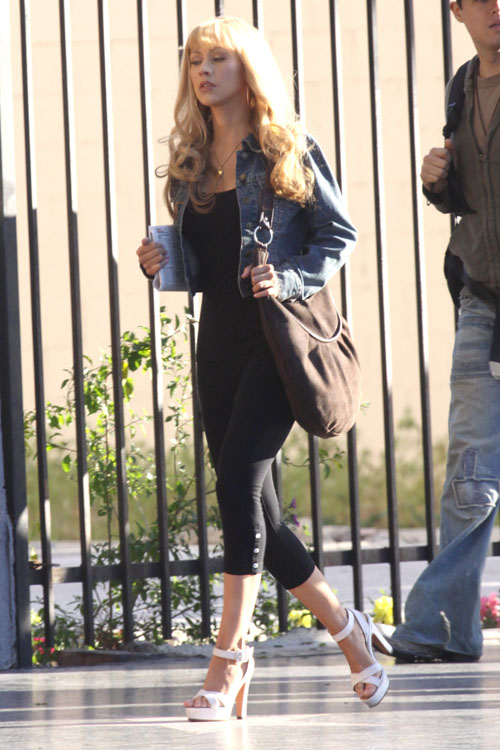 "Christina Aguilera – Camel-Toe Candid on ""Burlesque"" Set"