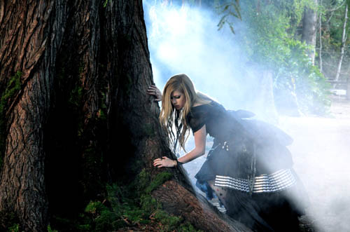 "Avril Lavigne – ""Alice in Wonderland"" Music Video Stills"
