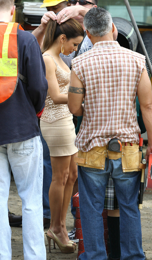 "Eva Longoria – Cleavage Candids on ""Desperate Housewives"" Set"