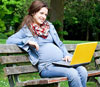Kā savienot grūtniecību un darbu.