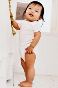 Viss par bērna attīstību: desmitais mēnesis
