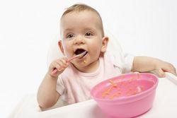 Viengadīga bērna ēdināšana
