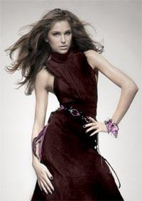 Kas ir glamūrs apģērbs, kādu apģērbu var uzskatīt par glamūru, bet kuru par modernu, un kāda starpība