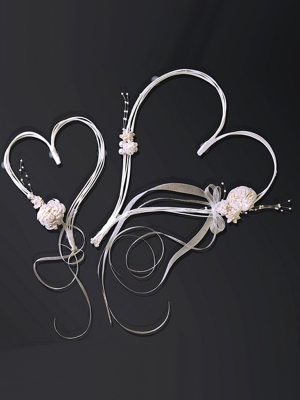 2 pcs, Rattan hearts with posies, cream