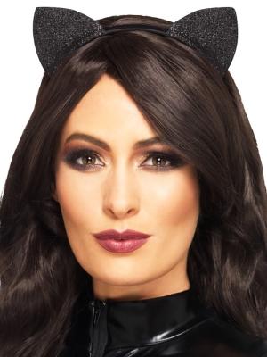 Уши кошки, блестящие, черные