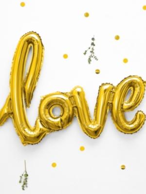 Uzraksts Love, zelta, 73 x 59 cm