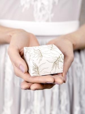 10 gab,Kastītes, baltas ar zelta lapam, 6 x 3.5 x 5.5 cm