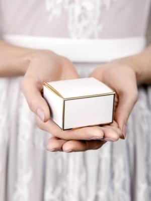 10 gab, Kastītes, baltas ar zelta rāmja rakstu, 6 x 3.5 x 5.5 cm