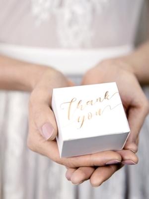 10 gab, Kastītes, baltas ar zelta uzrakstu Paldies tev, 6 x 3.5 x 5.5 cm