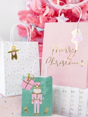 3 gab, Ziemassvētku dāvanu maisiņi