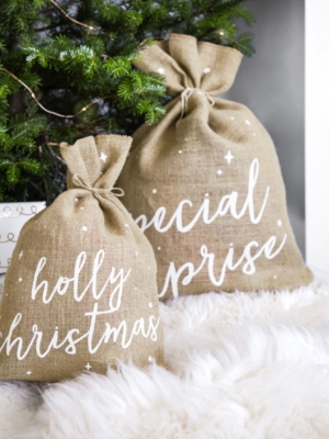 Jute sack Holly Christmas, white, 30 x 42 cm