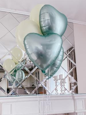 """Hēlija pušķis """" 3 satīna sirdis + 2 baloni"""""""