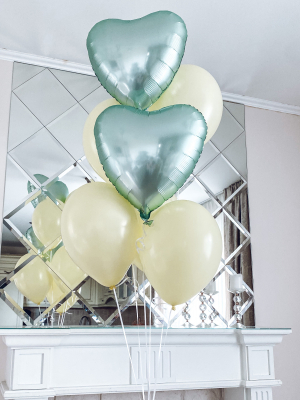 2 foil satin hearts + 5 latex balloons with helium